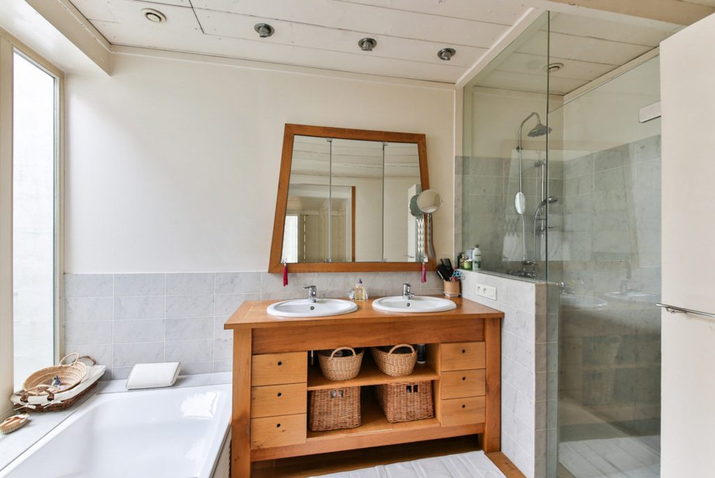 Ways to save money when redecorating a bathroom
