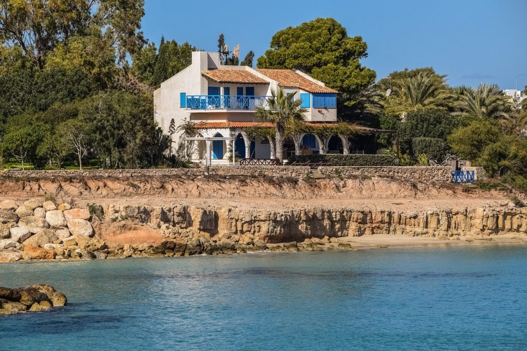 Top Five Tips for Buying a House Abroad 2